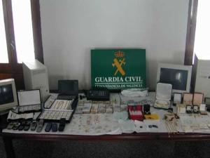 """Valencia: 56 de români furau cupru şi-l """"exportau"""" în China"""