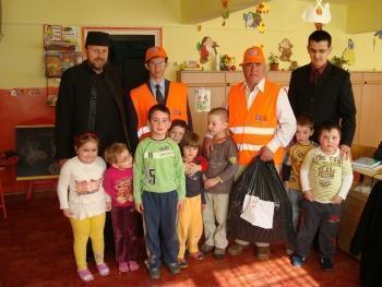 Jucării de la românii din Spania pentru copiii săraci din România