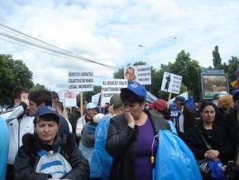 FMI rupe România: 30000 de bugetari şi pensionari au ieşit în stradă