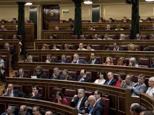 Parlamentarii spanioli cer condiţii legale pentru femeile care fac curăţenie în case