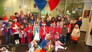 Zeci de copii români din Castellon au mers la colindat
