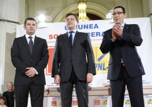 Ponta si Antonescu se cearta, dar raman impreuna