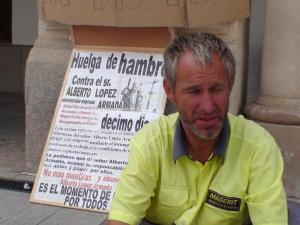"""Greva foamei – """"solutie"""" disperata pentru recuperarea salariilor de la fostii patroni"""