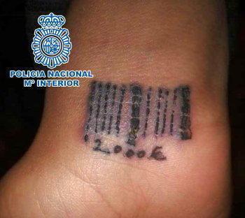 """Pedeapsă exemplară pentru """"Neluțu"""", proxenetul care tatua femeile cu coduri de bare"""