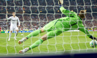 VIDEO: Ronaldo, Kaka si Ramos rateaza a zecea finala din istoria Realului