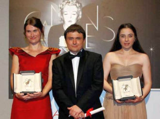 "Mungiu ""exorcizeaza"" festivalul de film de la Cannes"