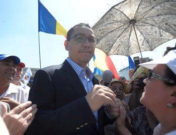 Premierul Ponta, acuzat ca a copiat la teza de doctorat