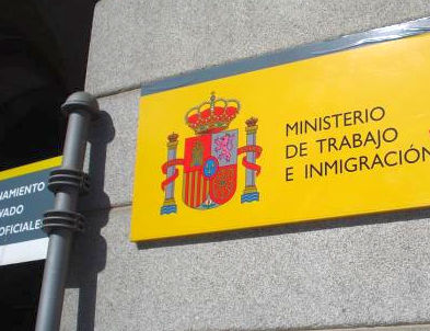 Numarul romanilor angajati legal in Spania scade dramatic