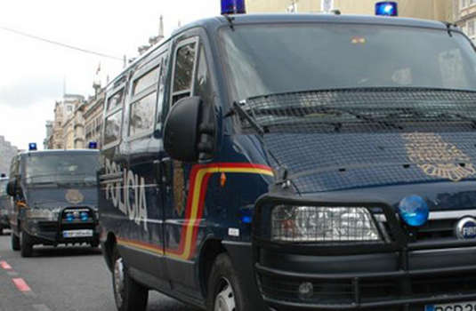Un român a intrat cu o grenadă într-un bar din Țara Bascilor