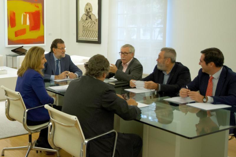 gobierno y sindicatos pactan la nueva ayuda de 426 euros para los parados de larga duracion