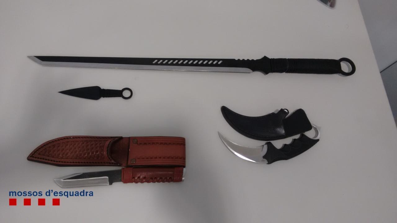 Un român din Barcelona a încercat să-şi omoare prietena cu sabia