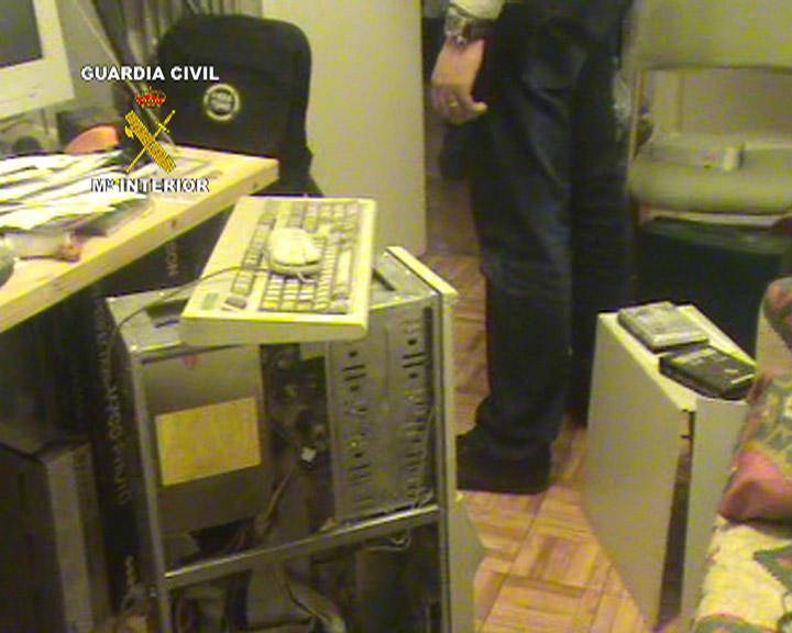 Români arestați în Spania după ce au jefuit 52 de școli