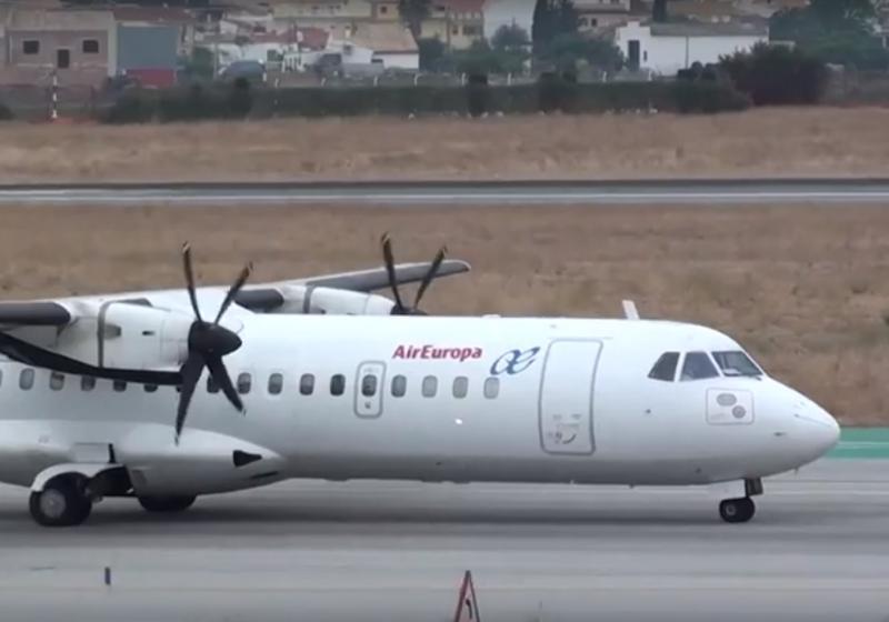 Un român încearcă să deschidă în zbor ușa avionului