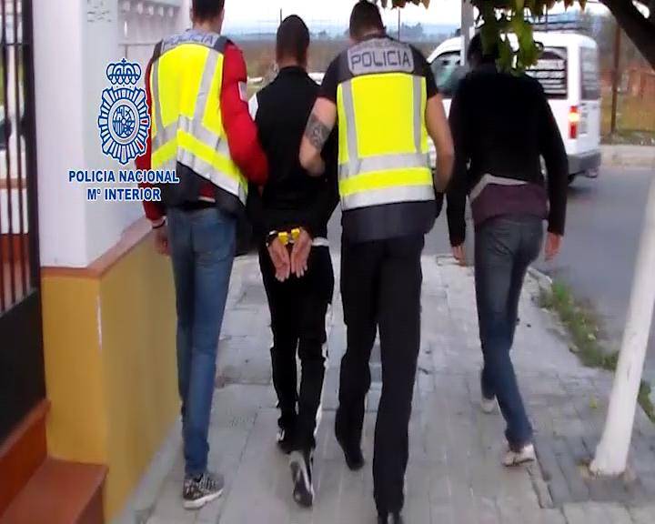 Români ținuți sclavi pe câmp în Spania