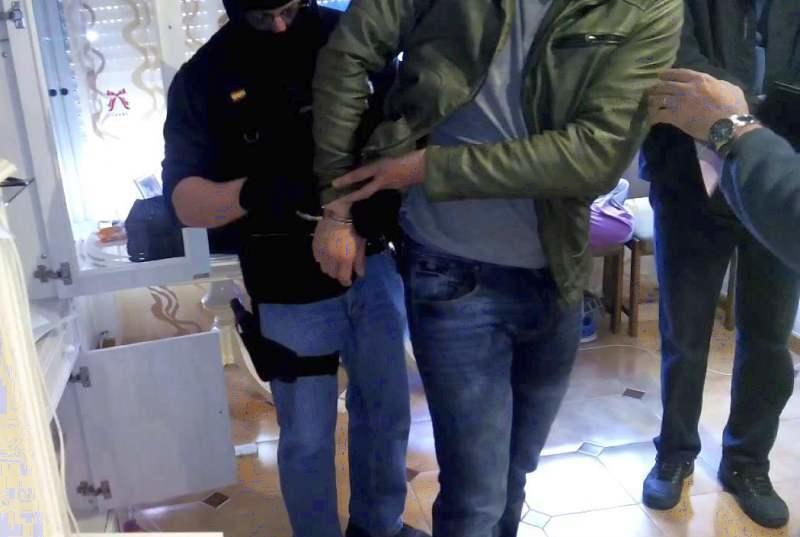 Șoferi români prinși că furau haine de la Zara