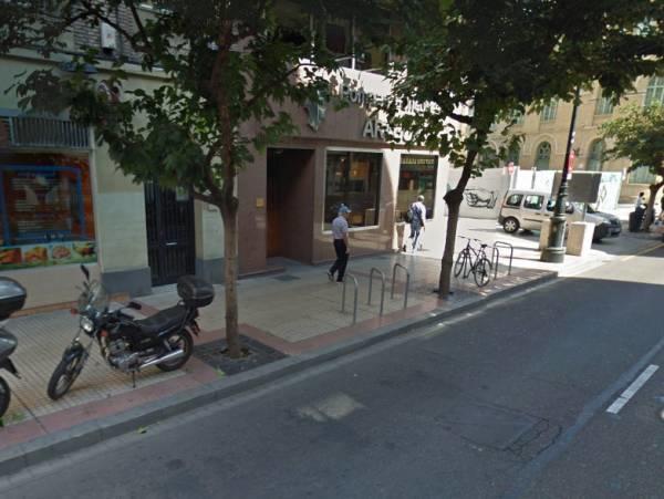 Româncă de 28 de ani înjunghiată în fața copilului la Zaragoza